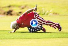 John Daly homenajeó a Arnold Palmer el día de su victoria. Se arrodilló y besó el símbolo (VÍDEO)