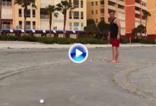 ¿Quién dijo que en la playa no se puede patear? Ya puede construir su green en la arena (VÍDEO)