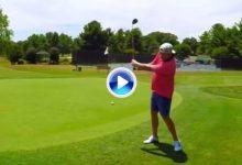 ¡Lo último! Coach Rusty inventa el Driver Flop, jugó la bola desde el borde del green… y dentro (VÍDEO)