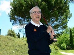El Golf es vida: El navarro Javier Vidal firma Hoyo en 1 en el 4 de Gorraiz desde 148 m. ¡a los 97 años!
