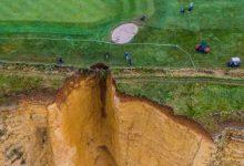 ¡Impresionante! Se derrumba parte de un campo de Golf en el Reino Unido por un acantilado (FOTOS)