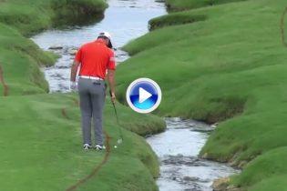 Rahm, genio y figura. Mostró su habilidad en el US PGA jugando de espaldas al green en el 18 (VÍDEO)