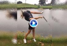 ¡No despisten al jugador! Un pitido descentró a esta golfista, que acabó con el palo en el agua (VÍDEO)