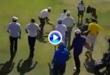 Dos grupos de jugadores se enzarzan en una brutal pelea en medio de un campo de golf (VÍDEO)