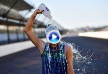 Thompson cumplió la tradición en Indianápolis: de besar el suelo al baño de leche helada (VÍDEO)