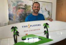 Sergio ya tiene su regalo de boda del PLAYERS: una tabla de surf recordando su triunfo de 2008