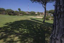 Tres heridos, uno de ellos muy grave, tras caerles un rayo en un campo de golf en Aljaraque (Huelva)