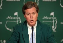 Ridley se presenta como presidente de Augusta agradeciendo la oportunidad a Payne, su mentor