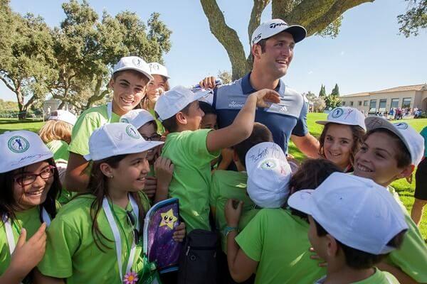 Jon Rahm y los hijos de Ballesteros, Javier, Miguel y Carmen, se unen para promocionar el golf infantil