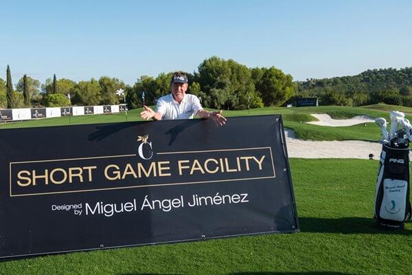 """El campeón español durante la inauguración de """"Las Colinas Short Game Facility designed by Miguel Ángel Jiménez"""""""