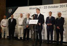 Ximo Puig afirma que el impacto económico de la Volvo afianzará la proyección internacional de la CV