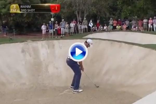 Jon Rahm nos volvió a deleitar con este golpazo desde el bunker en la Final del Tour (VÍDEO)