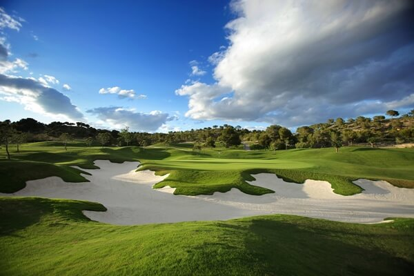 Las Colinas, enclavado en el término municipal de Orihuela está considerado, por tercer año consecutivo, mejor campo de gol de España según los Golf World Awards