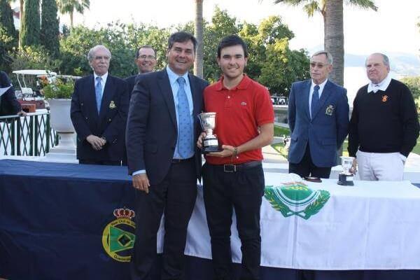 Ángel Hidalgo estrena el 2018 ganando en casa la Copa de Andalucía con cinco golpes de ventaja