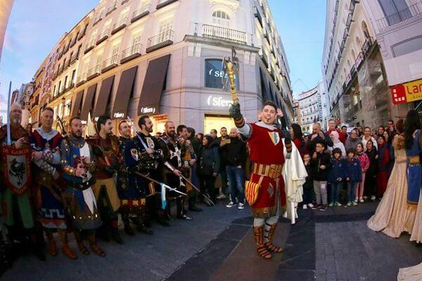 La Costa Blanca pone el broche de oro en FITUR con un multitudinario desfile por el centro de Madrid