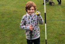 Un niño de 7 años consigue un Hoyo en Uno en su primera incursión en un campo de Golf
