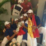 Parte del equipo celebrando el triunfo
