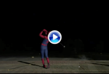 Tom Holland, AKA Spiderman, se dejó ver por el campo de prácticas con este gran swing (VÍDEO)