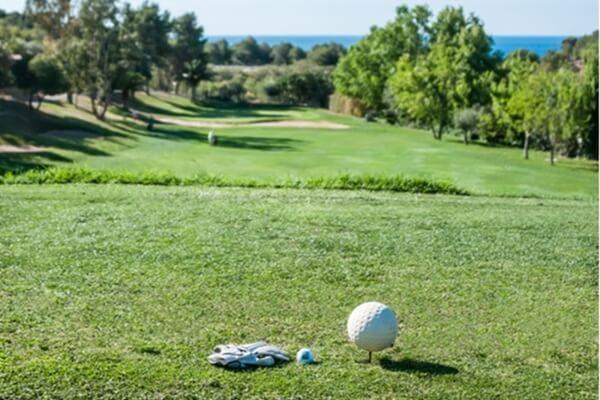 ¡Los domingos Golf! Altea CG ofrece a sus visitantes un 25% de descuento en green fees, buggies y palos