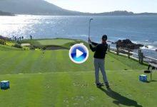 Maravilloso golpe de Jon Rahm en el intimidante, corto e icónico hoyo 7 de Pebble Beach (VÍDEO)