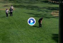 ¿Flop Shot? Mickelson sacó el puño en el 10 del Riviera CC después de este Super Flop Shot (VÍDEO)