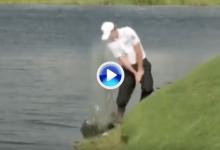 El Golf es duro… Snedeker decidió no droparse y le salió el tiro por la culata con un triplebogey (VÍDEO)