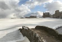"""El Old Course de St. Andrews """"se viste"""" de blanco para dar la bienvenida al mes de marzo"""