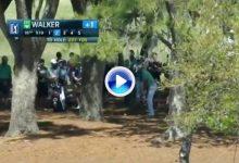 Espectacular golpe de Jimmy Walker de entre los árboles. Dejó la bola a 2 mts. desde 207 (VÍDEO)
