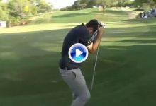 El Golf es duro… Bradley pudo tumbar a Rahm en el 18 con su chip, pero esta corbata lo impidió (VÍDEO)