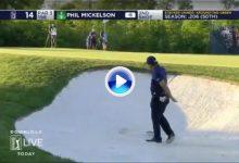 El Golf es duro… Mickelson se atascó en la arena tras anotar 30 golpes en los primeros 9 (VÍDEO)