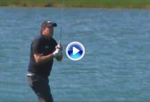 Phil Mickelson volvió a tirar por la borda el trabajo hecho en 17 hoyos con el triplebogey al 18 (VÍDEO)