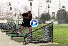 Si piensan que habían visto el swing más raro, no pueden perderse este. Ojo al pie derecho (VÍDEO)