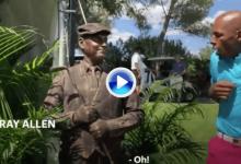 """¡Buuu! Esta """"estatua viviente"""" sorprendió (y asustó) a las celebridades en un torneo benéfico (VÍDEO)"""