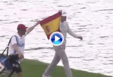 El público rugió en el green del 18 cuando Elvira llegó a él con la bandera de España (VÍDEO)