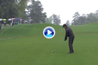 Espectacular golpe de Phil Mickelson con el driver desde la calle ¡dejó la bola a 2m. desde 248! (VÍDEO)