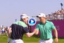¡Dentro! Moynihan, 441º del mundo, embocó este chip que le valió el triunfo en el GolfSixes (VÍDEO)