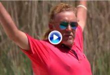 La divertida reacción de Jiménez tras esta mágica sacada de bunker en el Senior PGA Champ. (VÍDEO)