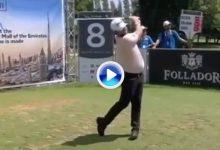 El Golf es duro… ¡Increíble! La bola de Sully salió disparada tras botar en el interior del hoyo (VÍDEO)