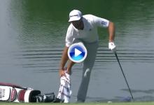 Dustin Johnson consiguió un birdie desde el rough, con un pie descalzo y metido en el agua (VÍDEO)
