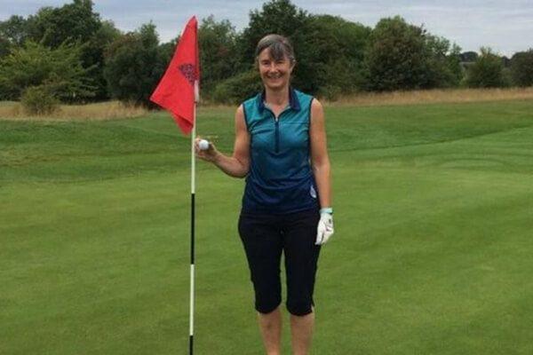 ¡Alucinante! Una golfista amateur hace tres Hoyos en Uno en un mismo día en un torneo a 36 hoyos