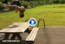Vuelta de tuerca al Happy Gilmore: este amateur da una voltereta en el aire antes del tiro (VÍDEO)