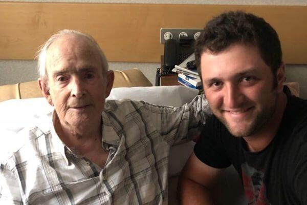 """Emotivas palabras de Jon Rahm a su abuelo: """"Aitite, gracias por todo. La próxima victoria va por ti"""""""