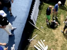 Golf Channel capta el momento exacto en que se desploma la grada del 18 del Bellerive CC (VÍDEO)