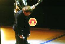 U2 suspende su segundo concierto en Berlín tras la pérdida de voz de Bono en plena actuación (VÍDEO)