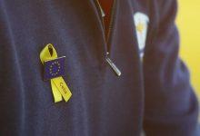 El equipo europeo de la Ryder Cup luce lazos amarillos en París en memoria de Celia Barquín