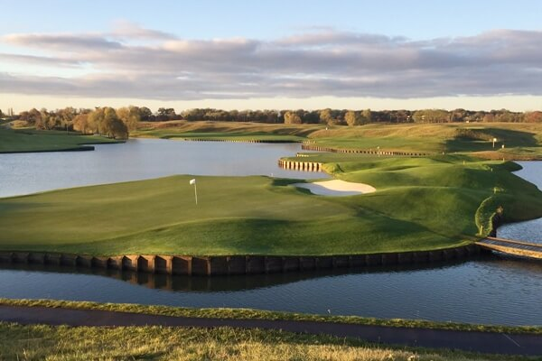 Le Golf National (Albatros Course) es el recorrido que acoge la 42º Ryder Cup (Ver a VISTA de PÁJARO)