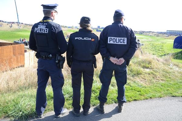 Efectivos de la policía en la Ryder Cup de París. Foto: OpenGolf.es