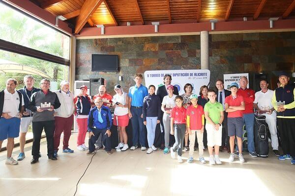 Foto de familia en el II Torneo de Golf Diputación de Alicante