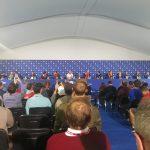 24 En sala de prensa con todos sus compañeros y el capitán. Foto OpenGolf