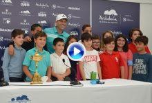 Los alumnos de Brea de Tajo retan a Sergio a un concurso en el putting-green de su colegio (VÍDEO)